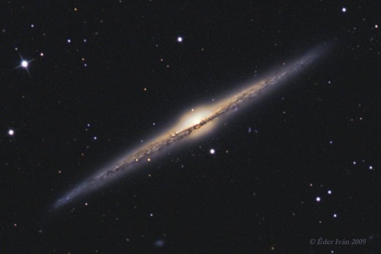 NGC 4565 Éder Iván 30 cm-es asztrográffal készült fotóján.