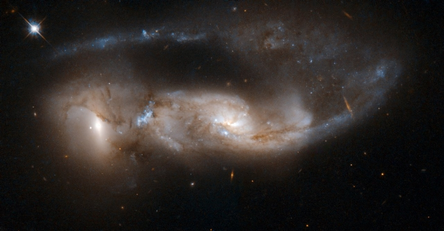 Hubble Space Telescope image of NGC 6621-22.