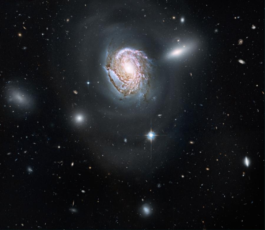 NGC 4911 a Hubble Űrtávcső (HST) felvételén.