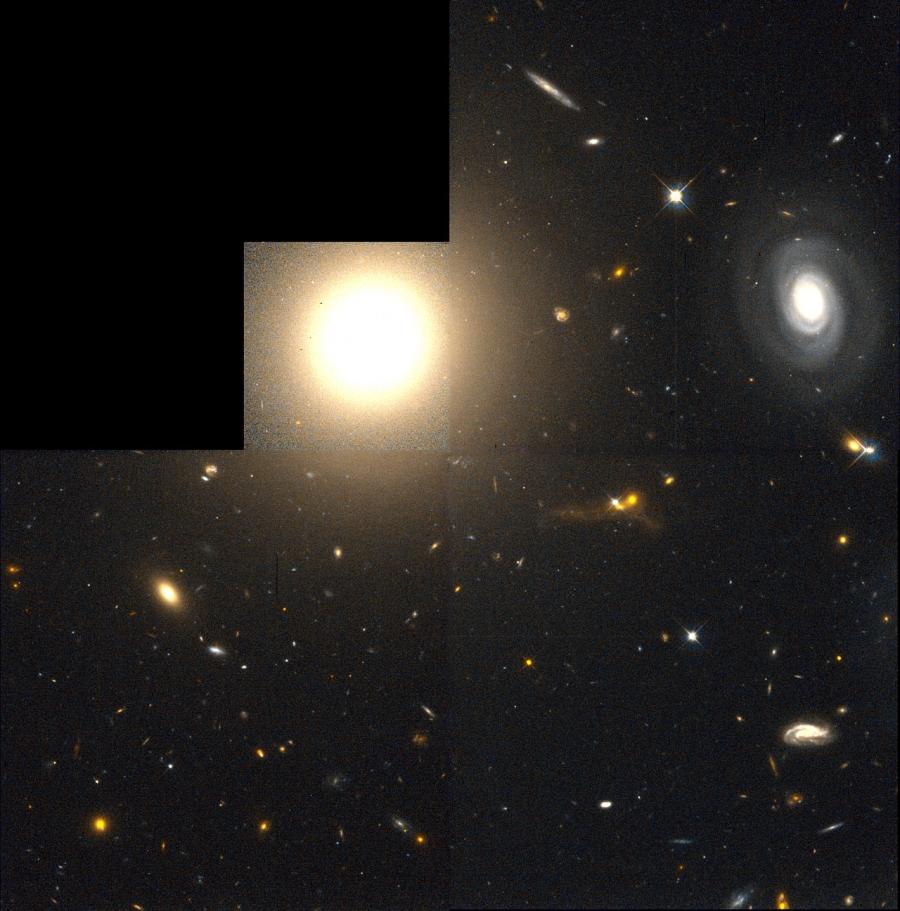 NGC 4881 a Hubble Űrtávcső (HST) felvételén.