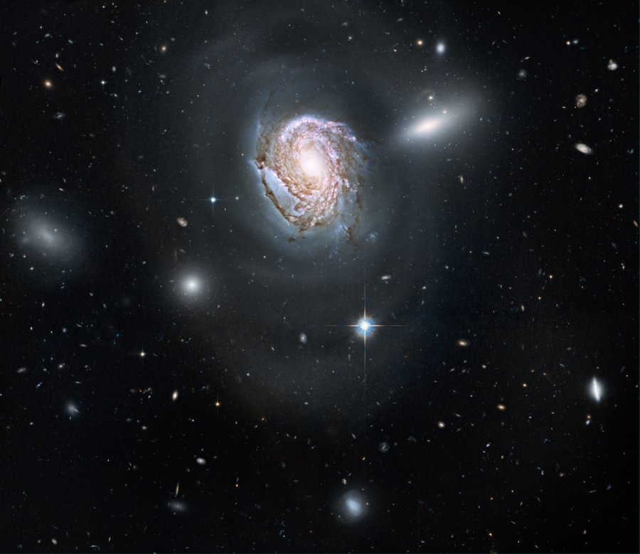 Hubble image of NGC 4911.