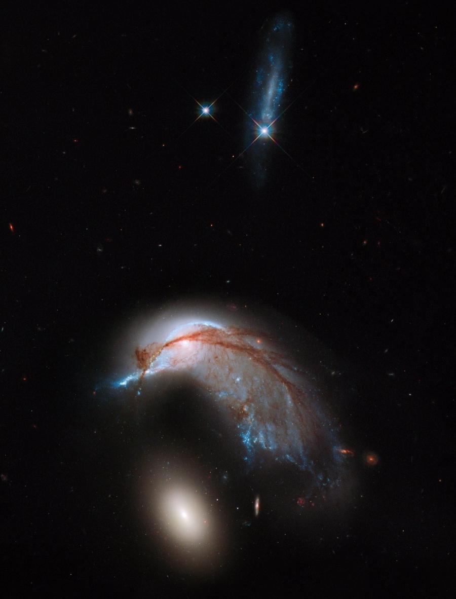 Az NGC 2936-37 (Arp 142) a Hubble Space Telescope (HST, Hubble Űrtávcső) fotóján.