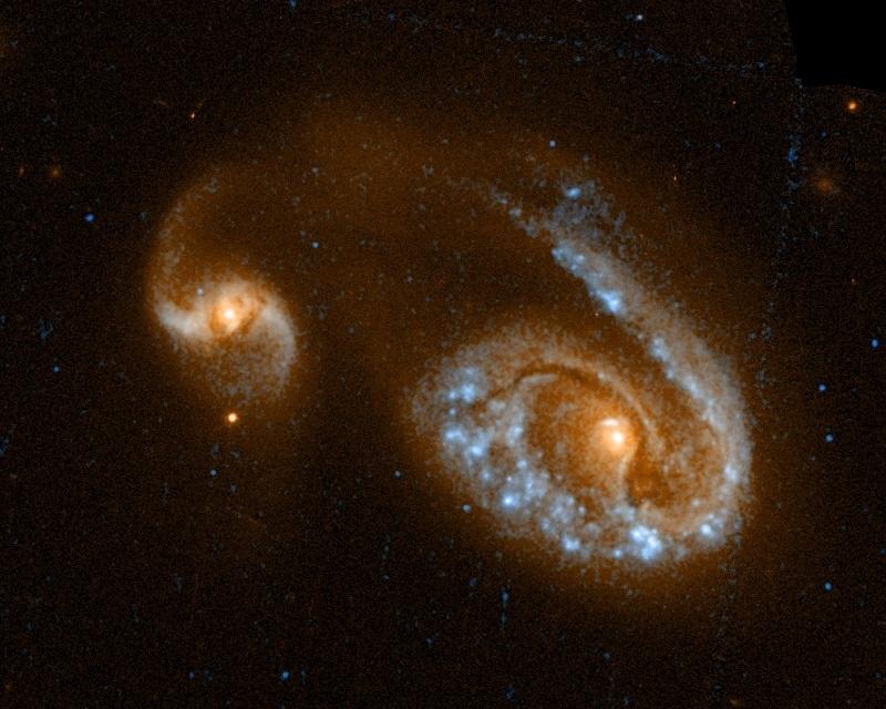 Az NGC 5278-79 (Arp 239) a Hubble Space Telescope (HST, Hubble Űrtávcső) fotóján.