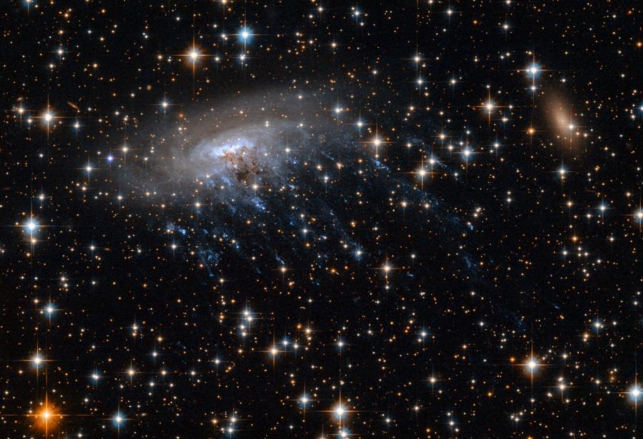 ESO 137-001 a Hubble Űrtávcső (HST) felvételén.