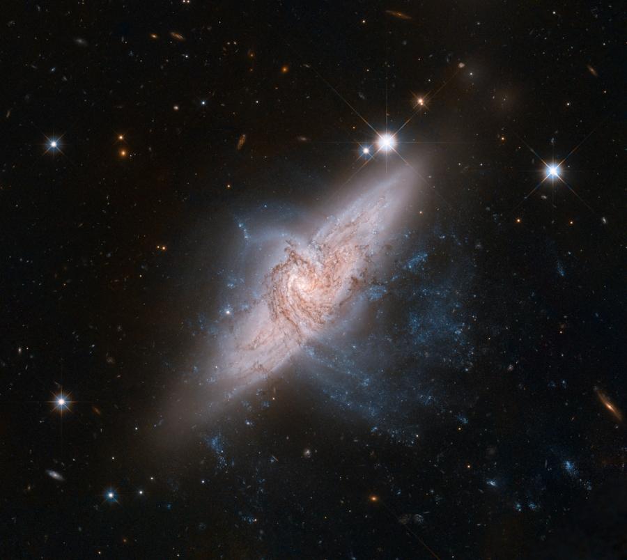 NGC 3314 a Hubble Űrtávcső (HST) felvételén.