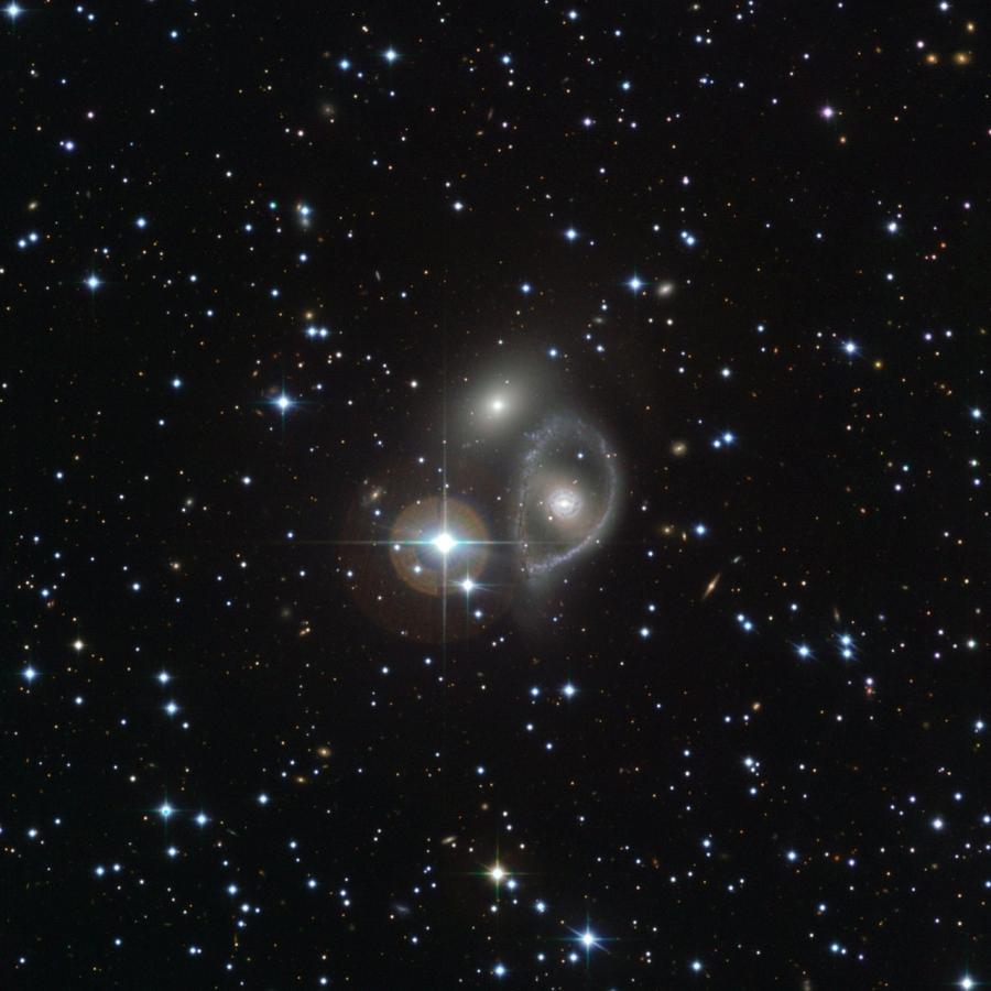 PGC 29529-31 az ESO MPG/ESO 2.2 m-es távcsövével készült felvételén.