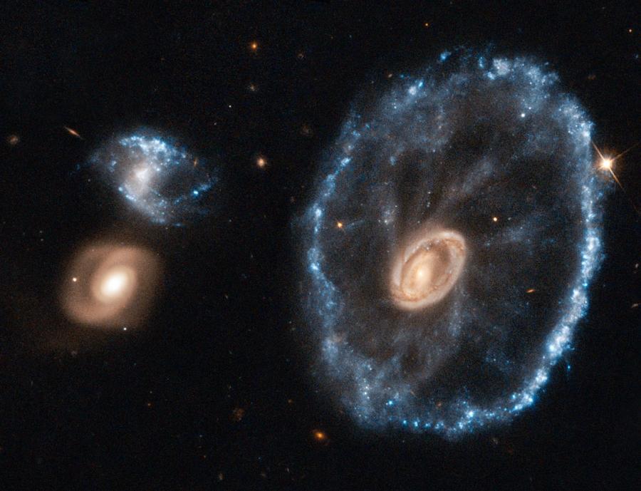 A Kocsikerék-galaxis a Hubble Űrtávcső (HST) felvételén.
