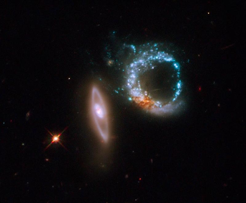 IC 298 (Arp 147) a Hubble Űrtávcső (HST) felvételén.