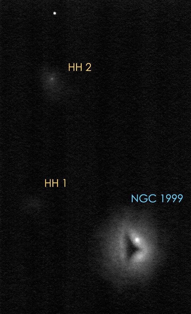 NGC 1999 rajz, a mély-ég objektumok megjelölésével.