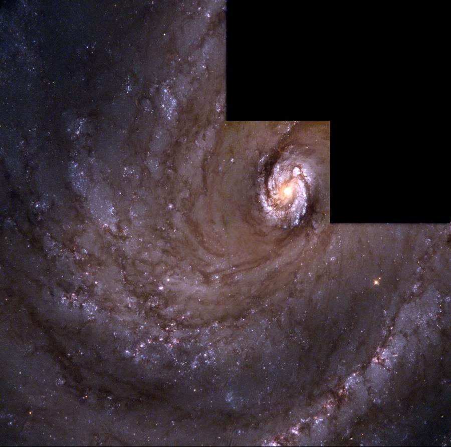 A Hubble Űrtávcsővel (HST) készült felvétel az M 100 magvidékéről.