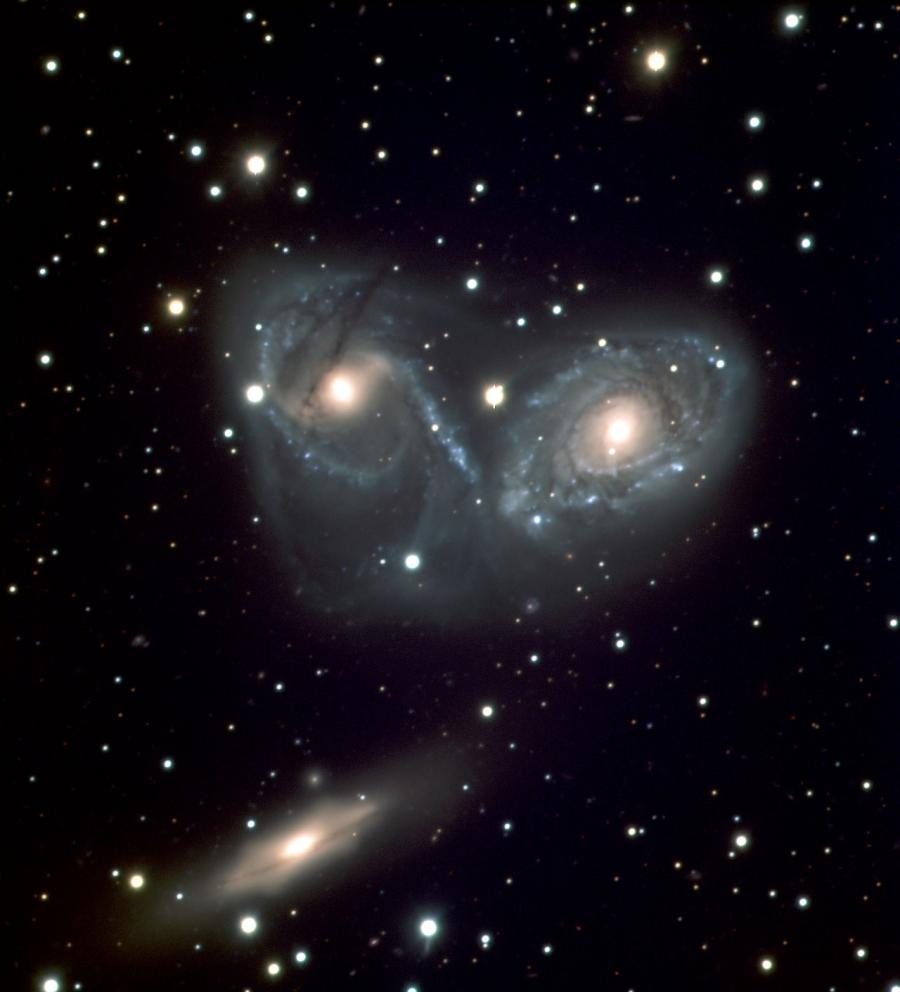 A 8.2m-es VLT Melipal távcsővel UBV szűrőkkel készült felvétel az NGC 6769-70-71-ről.