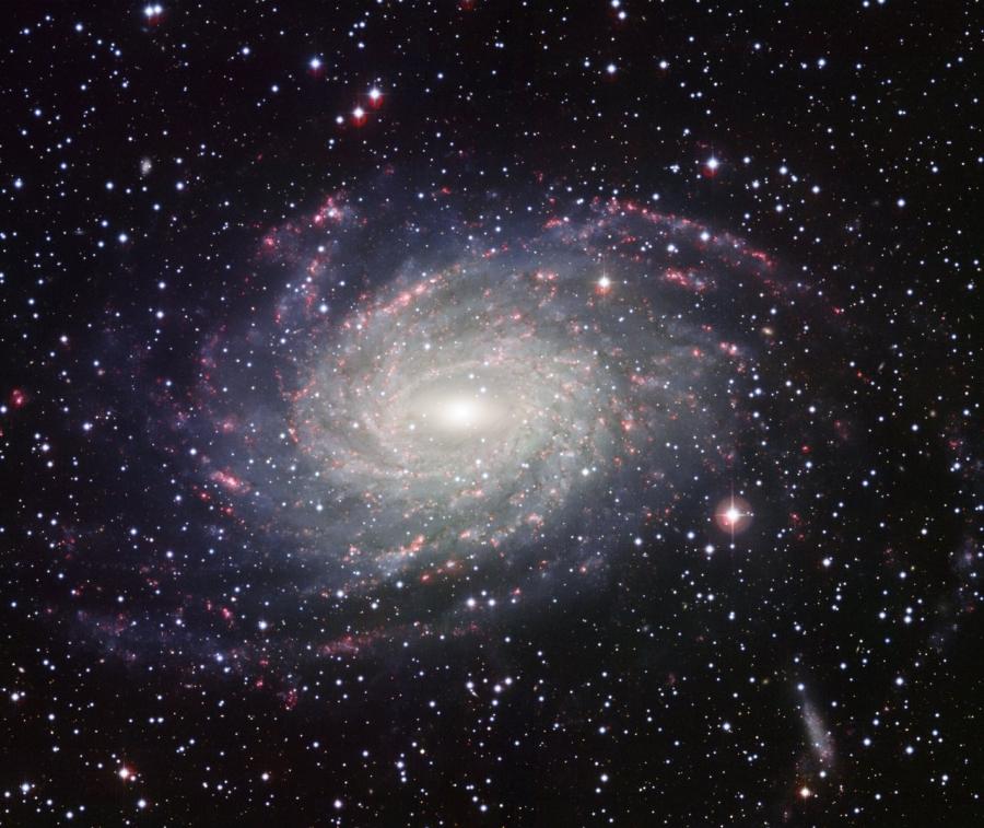 Az MPG/ESO 2.2-es távcsövére szerelt Wide Field Imager kamerával készült felvétel az NGC 6744-ről.